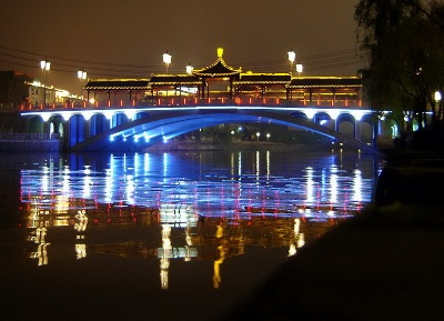 Yangzhou's Grand Canel, by night