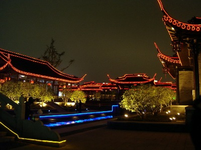Yangzhou lighting for the delight of those who view.