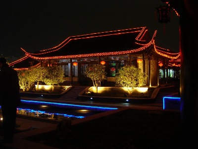 Yangzhou lighting, with the addition of traditional lanterns, providing both direction and enjoyment.